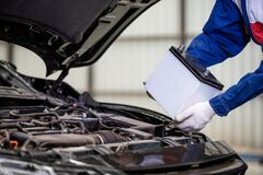 Free Hand Of Male Mechanic Changing Car Battery, Car Battery Repairman Royalty Free Stock Image - 215305506