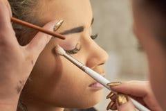 Free Hand Of Visagist Applying Eyeshadow. Stock Photos - 100151663