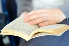 Hand open book Royalty Free Stock Photos