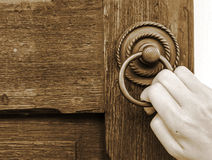 The hand opens the door handle Royalty Free Stock Photography