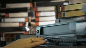 Hand opgenomen VHS in de video stock footage
