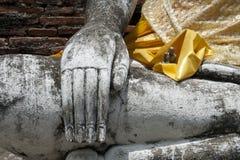 Hand på en Buddha staty Royaltyfri Fotografi