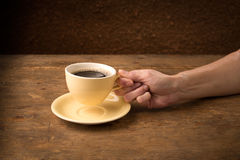 Hand picks up coffee cup Royalty Free Stock Photography