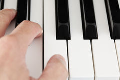 Hand playing piano Royalty Free Stock Images