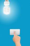 Hand pressande att koppla för att vända av ljuset Arkivbild