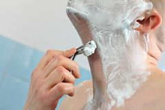 Hand with razor Royalty Free Stock Images