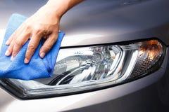 Hand schoonmakende auto Royalty-vrije Stock Foto's