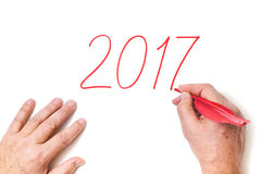 2017 Hand schriftliche Stellen Jahr im roten Hahn versehen mit Federn Lizenzfreies Stockfoto