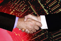 BUSINESS PEOPLE SHAKING HANDS COMPUTER Royalty Free Stock Images