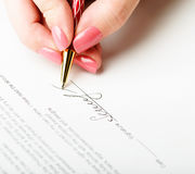 Hand signing a contract Royalty Free Stock Photography