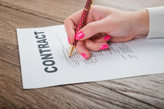 Hand signing an important document Royalty Free Stock Photos
