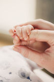 Hand the sleeping baby in the hand of mother close Stock Photography