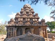Hand sned monument i Mahabalipuram arkivbilder