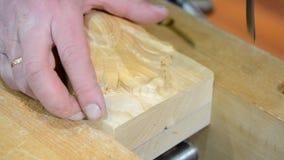 Hand-sniden wood närbild lager videofilmer