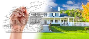 Hand som drar design för beställnings- hus med graderingen som avslöjer Photog Royaltyfri Bild