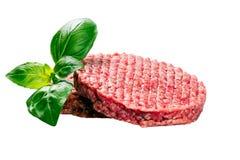 Hand - som göras från finhackat nötkött, griskötthamburgaresmå pastejer som isoleras på vit bakgrund Arkivbild