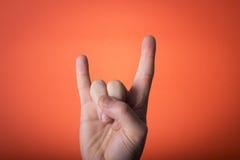 Hand som isoleras på orange röd bakgrund Royaltyfri Fotografi