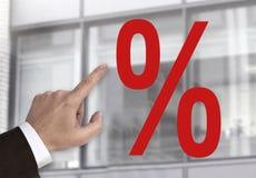 Hand som pekar på begrepp för procentsatstecken Royaltyfri Foto