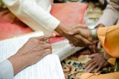 hand som pekar shake Royaltyfri Bild