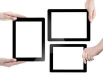 Hand som rymmer den Digital minnestavlan Arkivfoto