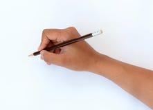 Hand som rymmer en blyertspenna Arkivbilder
