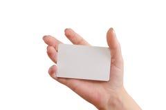 Hand som rymmer ett affärskort Arkivfoto