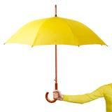 Hand som rymmer ett paraply Fotografering för Bildbyråer