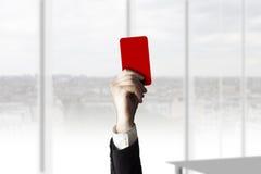 Hand som rymmer sammanbrott för rött kort Fotografering för Bildbyråer