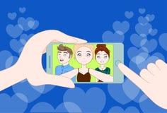 Hand som rymmer Smartphone som tillsammans tar det Selfie fotoet av den unga gruppen av vänner stock illustrationer