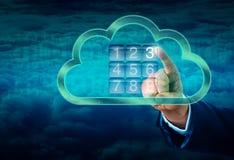 Hand som trycker på ett moln som säkras av det elektroniska låset Royaltyfria Bilder