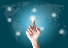 Hand som trycker på knappen på skärmvärlden Fotografering för Bildbyråer
