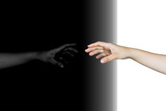 hand som ut når med reflexion Royaltyfri Fotografi