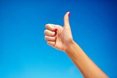 hand som visar upp tumen Fotografering för Bildbyråer