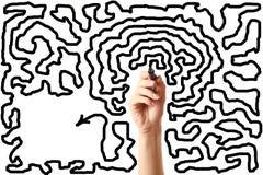 Hand teckningsutgången av labyrinten arkivfoto