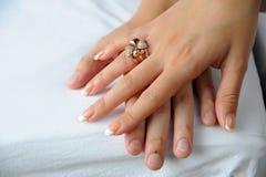 Hand twee en ring royalty-vrije stock foto