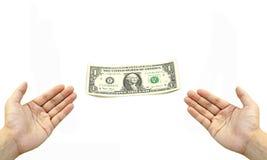 Hand twee krijgt dollarrekening Stock Foto's