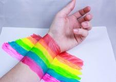 Hand und ein Regenbogen Lizenzfreie Stockfotografie