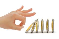 Hand und fallende Münzen Stockfotografie