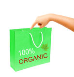 Hand und grüne Papiertüte des freien Raumes lokalisiert auf weißem Hintergrund Lizenzfreies Stockfoto