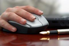 Hand und Maus Lizenzfreie Stockfotos