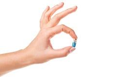 Hand und Pille Lizenzfreie Stockfotos