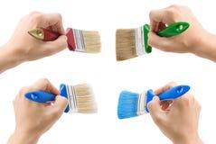 Hand und Pinsel getrennt auf Weiß Stockbild