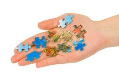Hand und Puzzlespiel Lizenzfreie Stockfotografie