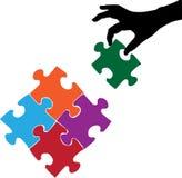 Hand und Puzzlespiele Stockbild