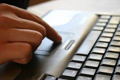 Hand und Tastatur Stockfotos