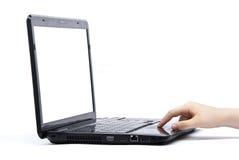 Hand unter Verwendung des Geschäfts-Laptops Stockfoto