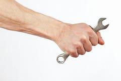 Hand van arbeider met een moersleutel stock fotografie