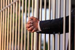 Hand van de bedrijfsmens in gevangenis Stock Afbeeldingen