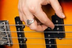 Hand van de gitarist Stock Foto