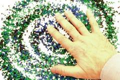 Hand van een mens boven chemie Stock Foto